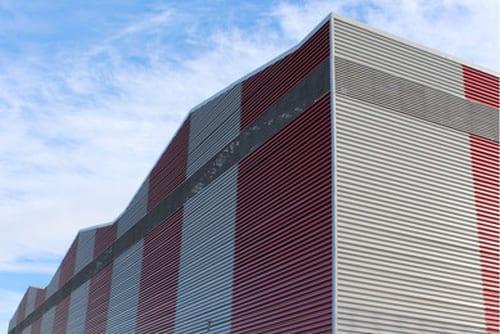 вентиляционная решетка на стене